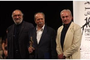 علی نصیریان برنده تندیس شانزدهمین جشن حافظ