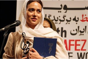 گفتگوی جالب با پریناز ایزدیار و پوریا پورسرخ در حواشی جشن حافظ