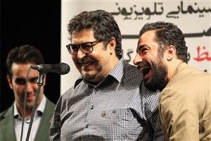 اهدای جایزه بهترین بازیگر مرد سینمایی جشن حافظ به نوید محمدزاده