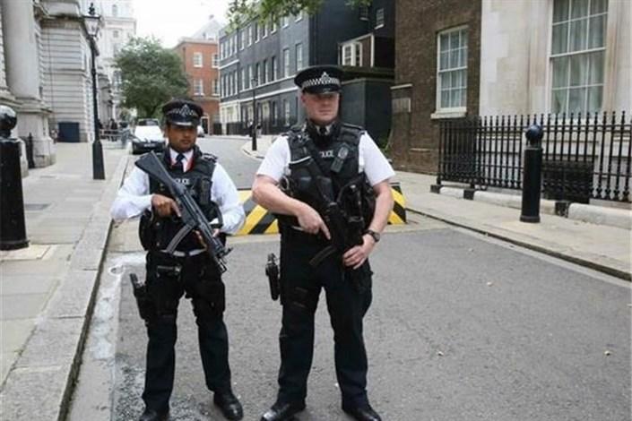 هشدار رئیس پلیس لندن نسبت به خطر وقوع حملات تروریستیافزایش محبوبیت حزب ضدیوروی آلمان در سایه حملات تروریستی۷۵ درصد شهروندان آلمانی انتظار حملات تروریستی جدید در کشورشان را دارند
