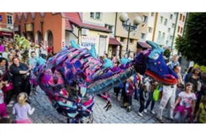 سه دایناسور رنگی در محوطه تئاتر شهر دیده شدند