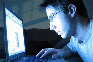 وجود مشکلات روانی منجر به استفاده افراطی از اینترنت می شود