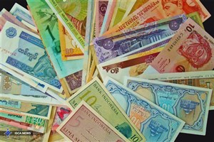 صعود ۴۴ ریالی نرخ دلار و نزول ۵۳۵ ریالی قیمت پوند در شبکه بانکی