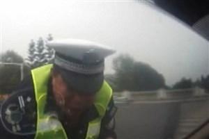 راننده مست مامور پلیس را زیر گرفت