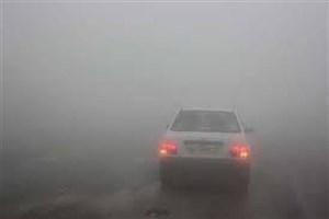 بارش باران و مه گرفتگی و ترافیک نیمهسنگین در جادههای کشور