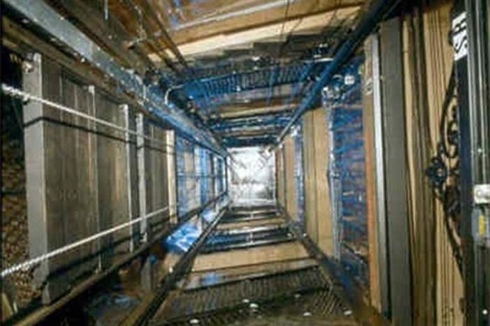 سقوط مامور سرشماری از آسانسور