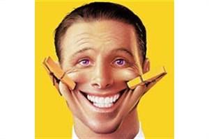 آیا خنده مصنوعی موجب شادی بیشتر می شود؟