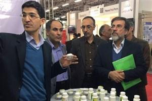 بازدید معاون پژوهش وفناوری دانشگاه آزاداسلامی از غرفه مرکز رشد واحد های فناور رودهن در فن بازار ملی سلامت