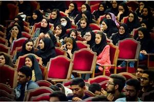 استاندار سمنان در جمع دانشجویان: دانشجو باید آزاد باشد و از آزادی بیان برخوردار شود