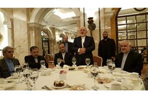 حضور ظریف در جمع دیپلمات ها و مسئولان نهادهای ایرانی مستقر در لبنان