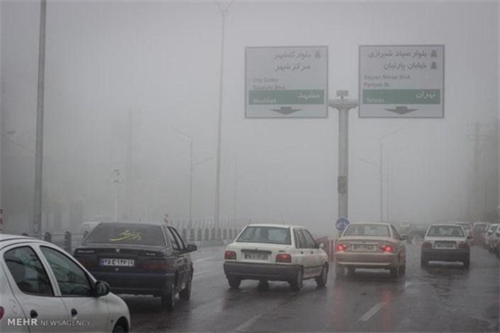 مهگرفتگی درجادههای گیلان/ مازندران بارانی است