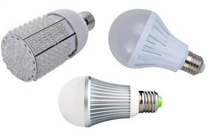دانشگاه آزاداسلامی همواره حامی  ما بوده است/ روشن شدن چراغ اقتصاد مقاومتی با لامپ های ال ای دی کم مصرف