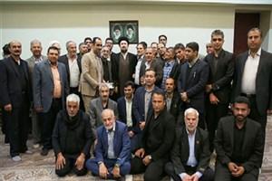 دیدار جمعی از خانواده معظم شهدا و مسئولان شهر زرقان استان فارس با سید حسن خمینی