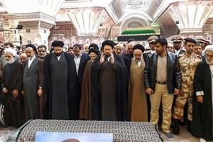 سید حسن خمینی بر پیکر مرحومه حدیدچی نماز گزارد