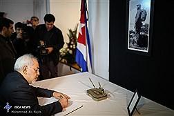 ادای احترام وامضا دفتر یادبود رهبر فقید کوبا توسط دکتر ظریف