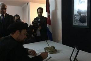 سیدحسن خمینی دفتر یادبود کاسترو را امضا کرد