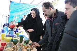 نمایشگاه صنایع دستی دانشگاه گرمسار به مناسبت روز دانشجو برگزار شد/ عکس