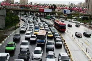 در آزاد راه کرج- تهران و قزوین -کرج ترافیک نیمه سنگین است/محورهای مازندران بارانی است