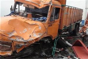 برخورد کامیونت با ۲ خودرو و سه کارگر/ چهار نفر مصدوم شدند
