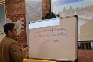 هنر نمایی دانش آموخته دانشگاه آزاد پارس آباد در وارونه نویسی