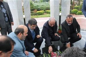 غبارروبی از مزار شهدا با حضور اعضای هیات علمی و پژوهشگران استان گیلان