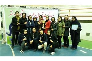 دانشجویان دختر دانشگاه آزاد اسلامی شاهرود بر سکوی قهرمانی والیبال استان سمنان