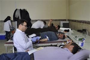دانشگاهیان واحد شبستر خون اهدا کردند