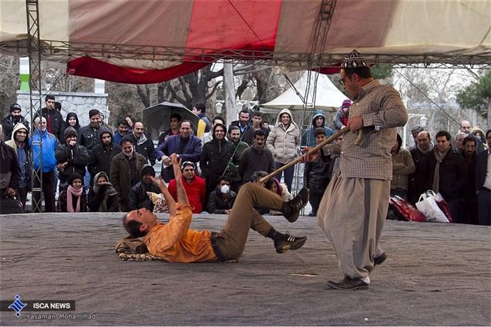 اجراهای خیابانی سی و چهارمین جشنواره بین المللی تئاتر فجر