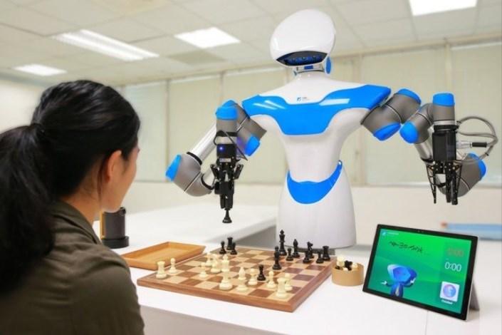 ربات شطرنج باز