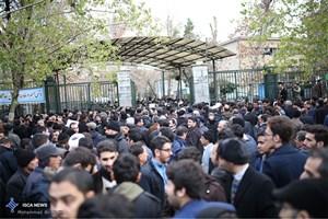 حضور گسترده مردم مقابل دانشگاه تهران برای وداع با آیت الله هاشمی