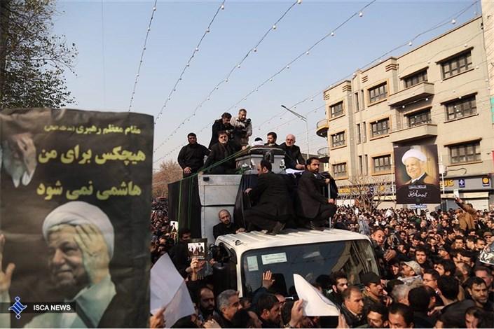 حضور پرشور مردمی در مراسم تشییع پیکر یار دیرینه امام و رهبری