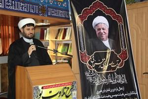 آیت الله هاشمی رفسنجانی نقش بسزایی در پیدایش ، تثبیت و صدور انقلاب اسلامی داشت