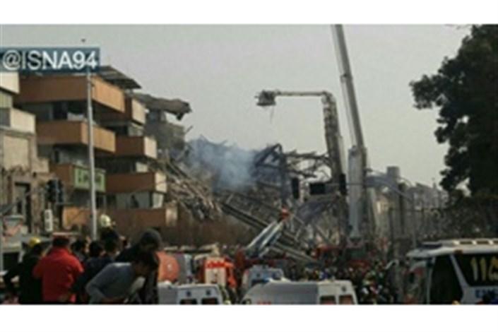 ساختمان پلاسکو کاملا فروریخت، آتشنشانان زیرآوار ماندند/ عکس