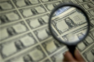 رییس پژوهشکده پولی و بانکی: مبادلات ارزی کشور در سایه برجام به شبکه رسمی بازگشت/ برای جذب فاینانس باید صبور بود