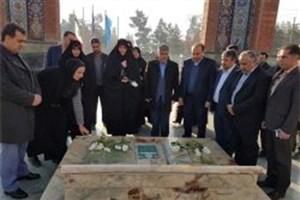 معاون رئیس جمهور در امور زنان به مقام شامخ شهیدان قرچک ادای احترام کرد