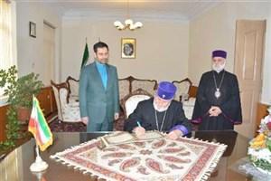 رهبر ارامنه جهان دفتر گرامیداشت سالگرد پیروزی انقلاب اسلامی را امضا کرد