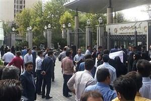 تجمع جمعی از مرغداران کشور مقابل مجلس