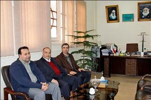 تجلیل رئیس دانشگاه آزاد اسلامی سبزوار از پذیرفتهشده برتر آزمون وکالت سال 95