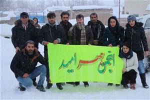 برف نیم متری هم نتوانست کاروان نذر کتاب انجمن مهر امید را متوقف کند