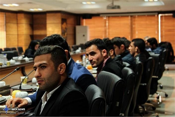 تجلیل رییس دانشگاه آزاد اسلامی از کشتیگیران قهرمان جهان