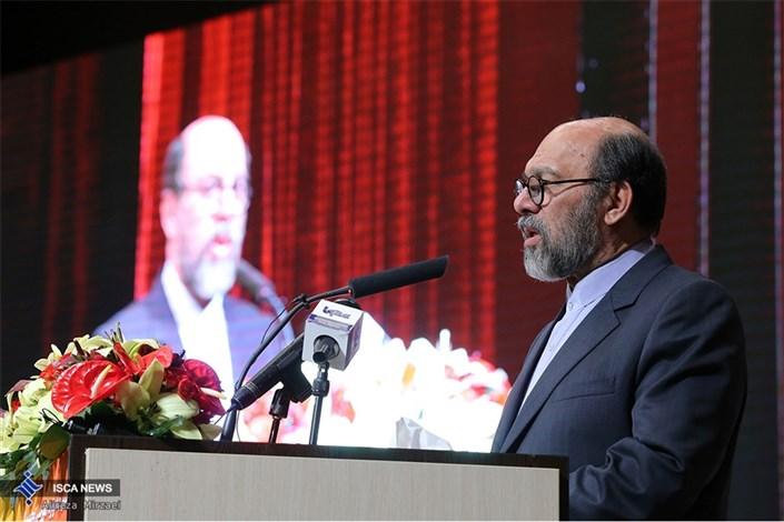 دکتر میرزاده در مراسم جایزه ملی ایثار