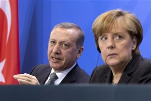 مرکل: سخنان اردوغان قابل تحمل نیست