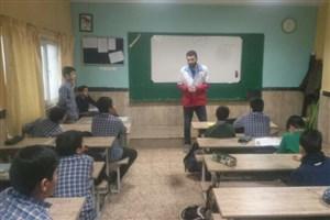 آموزش صحیح و آگاه سازی دانش آموزان نسبت به حوادث چهارشنبه سوری توسط دانشجویان واحد علوم دارویی