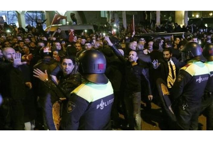 پلیس هلند تجمع حامیان اردوغان در روتردام را متفرق کرد
