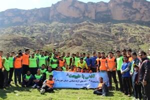 کوهپیمایی با شعار آشتی با طبیعت با حضور دانشجویان دانشگاه های آزاد اسلامی استان خوزستان
