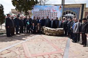 دانشگاهیان دانشگاه آزاد اسلامی خوی به مقام شهدای این شهر ادای احترام کردند