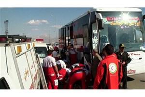 یک کشته و 22 زخمی در برخورد اتوبوس و تریلی