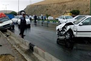 تصادف زنجیرهای ۵۰ خودرو در اراک/ حادثه تلفات جانی نداشت