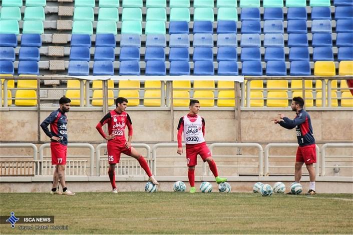 تمرین تیم فوتبال پرسپولیس با حضور کودکان بی سرپرست