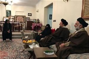 حضور سیدحسن خمینی در منزل آیتالله هاشمی به مناسبت روز پدر/گلایههای عفت مرعشی